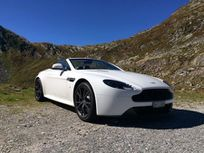 >aston martin v8 vantage roadster 4.7 n430 sportshift https://cloud.leparking.fr/2019/11/01/02/54/aston-martin-vantage-roadster-aston-martin-v8-vantage-roadster-4-7-n430-sportshift-blanc_7226579934.jpg
