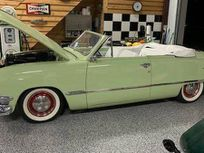 1950 ford deluxe custom deluxe roadster https://cloud.leparking.fr/2020/05/06/06/03/ford-de-luxe-1950-ford-deluxe-custom-deluxe-roadster-green_7591948200.jpg