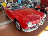 giulietta https://cloud.leparking.fr/2020/05/14/06/08/alfa-romeo-giulietta-spider-giulietta-red_7602382765.jpg
