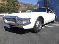 https://cloud.leparking.fr/2021/08/28/00/41/oldsmobile-toronado-white_8253575721.jpg