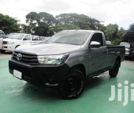 NEW TOYOTA HILUX 2019 SILVER