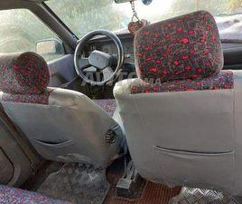 سيارة من نوع رونو ٢١ ٤دلبيبان