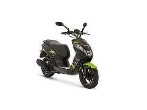 PEUGEOT STREETZONE 50CC TWO STROKE. BLACK AND GREEN.