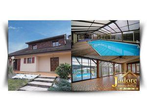 Maison d'habitation + piscine + entrepôt