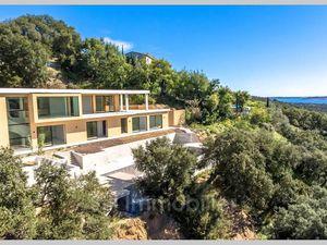 Villa de Prestige en Vente à Sainte-Maxime : Vente villa Grimaud. Belle vue dégagée sur le