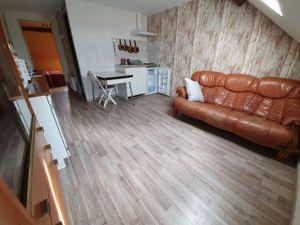 Appartement deux pièces meublé comprenant séjour avec kitchenette  salle d'eau avec wc  ch