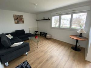 Je vous propose un bel appartement traversant meublé de type 3 de 60 02m² situé à LONGVIC.