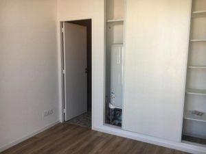 Appartement 39m²  2 pièces composé d'une cuisine avec four  réfrigérateur  plaque de cuiss