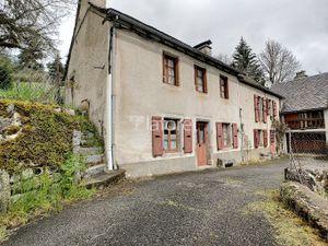 PROCHE AUMONT-AUBRAC - Dans le village de JAVOLS (48130) Venez découvrir cette jolie bâtis