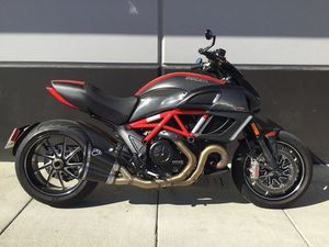 DUCATI DIAVEL CARBON 2011 USED MOTORCYCLE FOR SALE IN LANGLEY