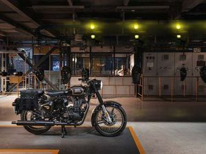 ROYAL ENFIELD CLASSIC 500 EFI TRIBUTE BLACK 499CC