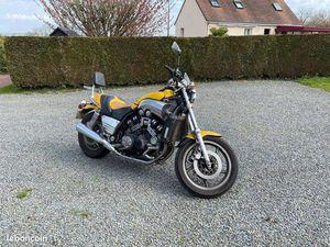 MOTO YAMAHA 1200 VMAX