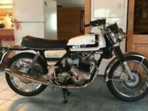 THIS IS A 1974 NORTON 850 COMMANDO SOLD AND TITLED IN 1975