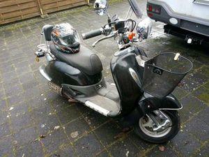 MOTORROLLER IN SCHWARZ 125ER