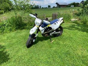 HUSQVARNA 701 SUPER MOTO MIT QUICKSHIFTER