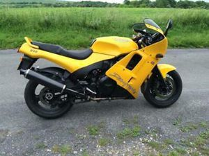TRIUMPH DAYTONA 900 GREAT CONDITION FOR YEAR - LOW MILES.