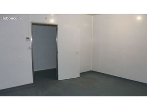 Garage/box 20 m² Le Genest Saint Isle
