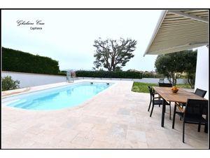 Ghislaine Casu  réseau Capifrance  a le plaisir de vous proposer cette belle villa située