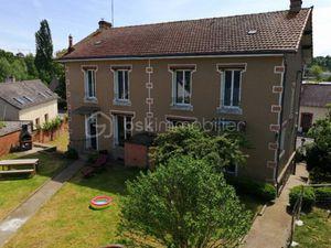 À 15 minutes de Laval - à Montsurs - Maison de 189 m2 rénovée comprenant :rnrnAu rez-de-ch