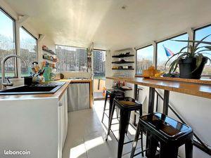 Beau bateau maison - Canal St Martin Paris - Crevettier