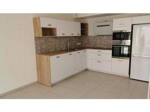 Location appartement 4 pièces 74m2 Hyères 83400 - 980 € - Surface Privée