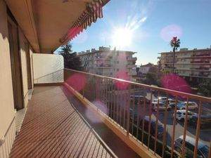 appartement 2 pièces 52 m² Antibes (06600)