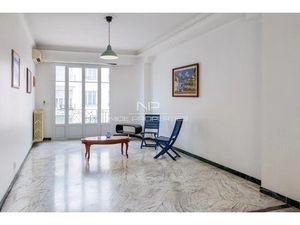 Grand 3 pièces en étage avec balcon  boulevard Victor Hugo à Nice