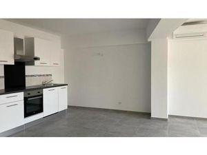 Location appartement 2 pièces 57m2 Hyères 83400 - 650 € - Surface Privée