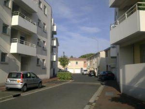 Bégles(33130)  Proximité clinique Bagatelle  Appartement de type 2 de 38 m2 au 2ième étage