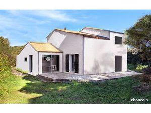A Agde  Villa 4 faces  5 chambres avec un garage  le tout sur 540 m² de terrain