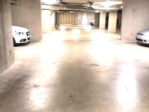 Place de parking souterrain sécurisé accès très facile Bip d'accès à distance fourni