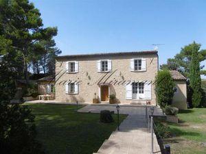 Exclusivité - A quinze minutes d'Avignon  dans un environnement calme  très belle propriét