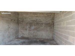 Garage à louer - 26 80 m2