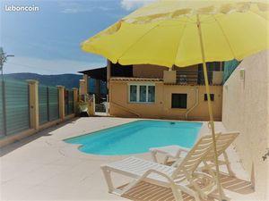 Dans une belle villa sur les collines nicoiçoises Deux pieces avec piscine et garage