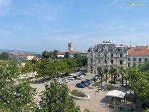 Appartement plein centre ville avec vue