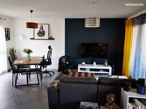 Appartement T3 65m2 + terrasse 25m2 + garage et place de parking