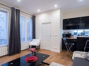 LOCATION MEUBLEE LODGIS (Référence : 10117274) : Rue Du Louvre  Studio Meublé au 1ème étag
