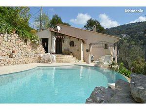 Villa + dépendances et piscine