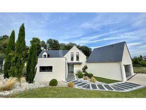 Maison de Prestige en Vente à Rochecorbon : Entre campagne et forêt  au nord de la commune