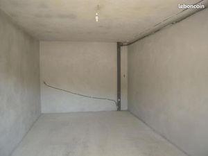 Garage/box Nay