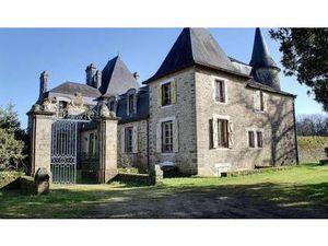 Château en Vente à Le bono : CHÂTEAU XVI-XX ème  MAISON de GARDIEN - APPARTEMENT- DÉPENDAN