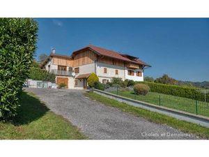 Maison de Prestige en Vente à Annecy : Ancienne ferme rénovée située aux portes d'Annecy a
