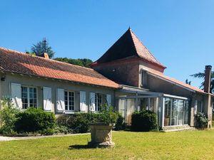 Sur les hauteurs de Cahors  vaste maison plain pied avec dépendances et piscine