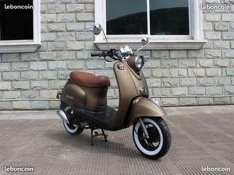 scooter neuf retro style italien garanti 2 ans possibilité de payer en 4 fois