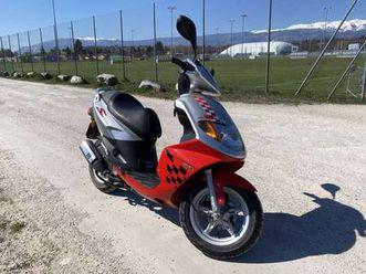 scooter 50cc état neuf daelim s-five