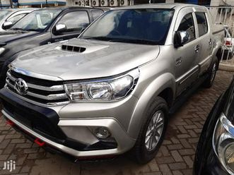 toyota hilux 2014 silver