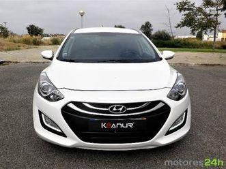 hyundai i30 sw 1.6 crdi style j17 https://cloud.leparking.fr/2019/09/20/02/48/hyundai-i30-sw-hyundai-i30-sw-1-6-crdi-style-j17-branco_7106941045.jpg --