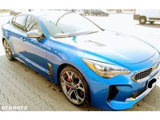 https://cloud.leparking.fr/2019/10/20/00/11/kia-stinger-niebieski_7191388617.jpg --