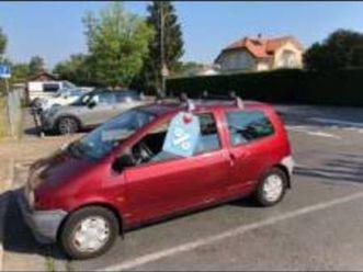 renault twingo, 1993, 84'000 km https://cloud.leparking.fr/2019/11/21/00/03/renault-twingo-renault-twingo-1993-84000-km-rouge_7284258840.jpg --