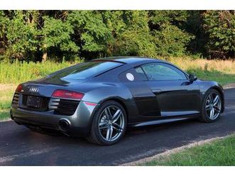 2014-audi-r8-coupe-6-speed